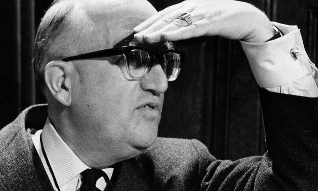 """""""Als erste europäische Realität sieht unser Einigungswerk den europäischen Menschen, den Europäer als Einzelwesen."""" Walter Hallstein, 1901 bis 1982."""