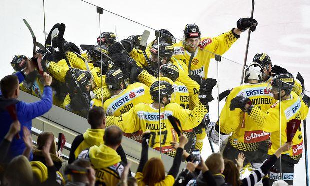 Caps feiern den ersten Sieg in der Finalserie.