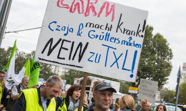 Berlin Kundgebung Tegel schliessen Demonstration fuer die Schliessung des Berliner Flughafen Tegel / Bild: (c) imago/Christian Ditsch (Christian-Ditsch.de)