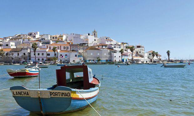 Rege. Gar nicht unhübsche Stadt, aber mehr Industrie- als Reiseziel: Portimão.Fishing boats at Portimao PUBLICATIONxINxGERxSUIxAUTxHUNxONLY WD001749