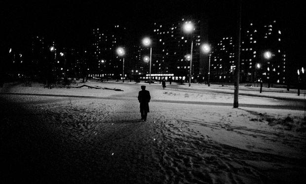 Die Männer der Peripherie simulierten vor dem Schlafengehen noch rasch so etwas wie Lebensgenuss. Moskau.