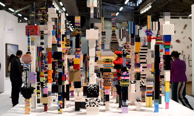 """Die Installation """"Towers"""" von Künstler Douglas Coupland ist aus Legosteinen gebaut."""