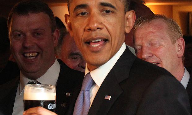 Guiness-Trinker Obama: Bei Diageo ist auch die Entwicklung der Aktie hochprozentig.