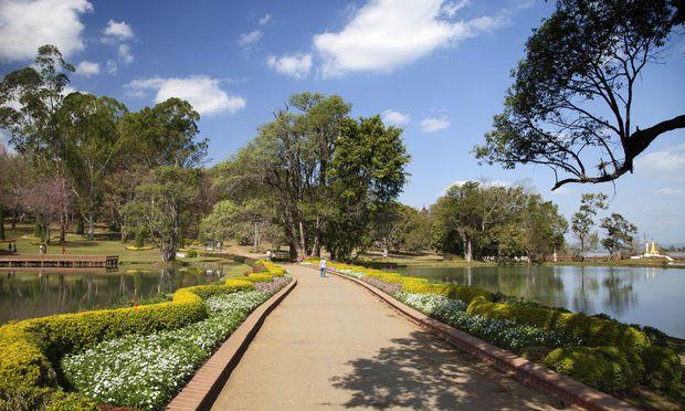 Idyllische Ansicht der Maymyo Botanic Gardens in Myanmar.