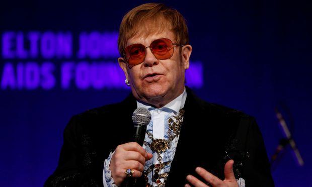 Weihnachtsspot mit Elton John rührt die Internet-Nutzer