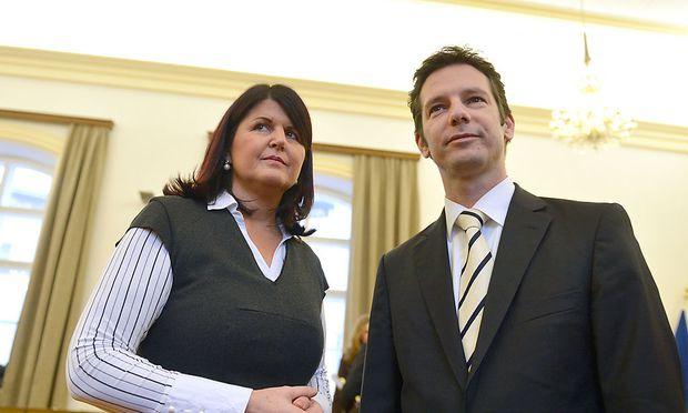 Landeshauptfrau Gabi Burgstaller mit dem mittlerweile zurückgetretenen Finanzlandesrat David Brenner