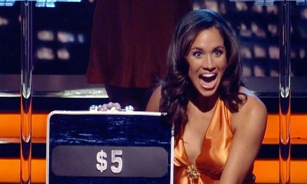 """Screenshot aus """"Deal or No Deal"""": Meghan Markle als """"Briefcase Girl"""""""