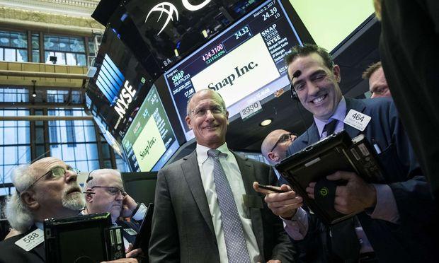 Snapchat-Gründer Evan Spiegel (l.) hat einen tollen Börsencoup gelandet. Für Kleinanleger ist die Snap-Aktie aber mehr Zockerei als Geldanlage.