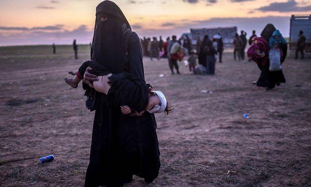 Frau mit verletztem Kind