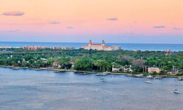 Grand Dame. Das legendäre Breakers dominiert die Silhouette des schmalen Streifens von Palm Beach.