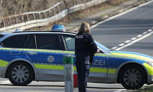 Symbolbild. Die Düsseldorfer Polizei ermittelt nach dem gewaltsamen Tod einer 15-Jährigen.