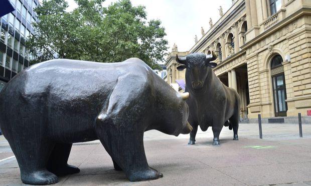 Bulle und Baer vor der Frankfurter Wertpapierboerse Der Begriff Bullenmarkt oder Hausse steht an der