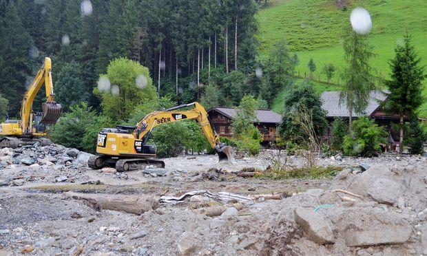 Massive Vermurungen und Überflutungen richteten schwere Schäden in der Steiermark und in Tirol an – ein Krisenstab koordiniert die Aufräumarbeiten.