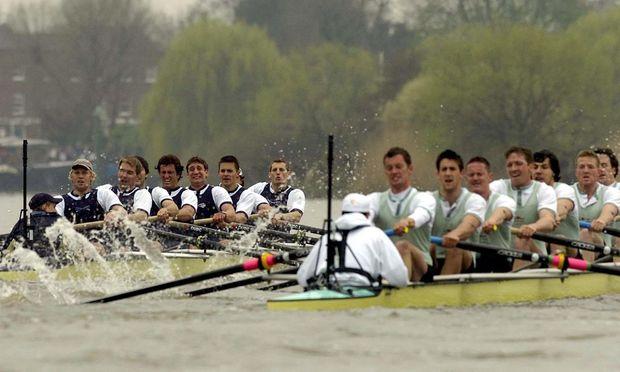 Auch beim traditionellen Wettrudern die Elite: die Studenten der britischen Unis Oxford (rechts) und Cambridge.