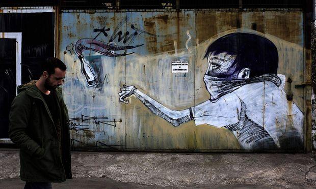 Symbolbild aus Athen, wo linke Extremistengruppen verdächtigt werden, mehrere Paketbomben verschickt zu haben.