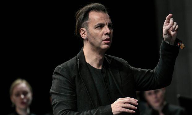 Auch mit dem Orchester erzielte Currentzis Staunenswertes – weniger mit der teilweise enormen Lautstärke, sondern eher mit Details wie dem penibel ausbalancierten Kondukt des Lacrymosa.