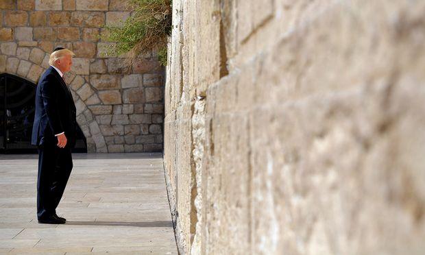 US-Präsident Donald Trump beim Besuch an der Klagemauer in Jerusalem. Er will nun seine Wahlkampfversprechen wahr machen.