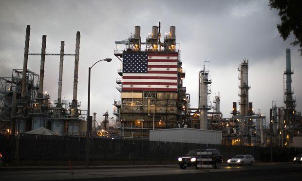 Dank Frackings haben die nordamerikanischen Ölfirmen ihre Inlandsproduktion in den vergangenen Monaten rasant ausgebaut (Im Bild: Eine Ölraffinerie in Los Angeles).