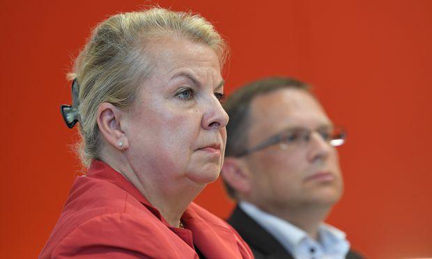 Beate Hartinger-Klein (FPÖ) und August Wöginger (ÖVP) verhandeln die Reform für die Bundesregierung.