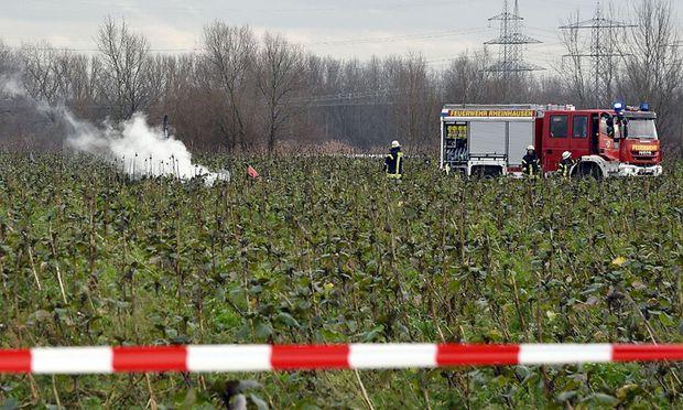 Hubschrauber prallt gegen Kleinflugzeug: Vier Tote