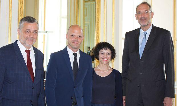Bildungsminister Heinz Faßmann (ganz rechts) mit den neu angelobten Bildungsdirketoren: Alfred Klampfer (OÖ), Robert Klinglmair (Kärnten) und Evelyn Marte-Stefani (Vorarlberg) (von links)