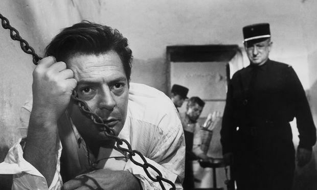 """Bei Albert Camus stand nur der Mörder im Mittelpunkt: Marcello Mastroianni in Luchino Viscontis Verfilmung von """"Der Fremde"""" (1967)."""