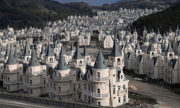 Die Märchenschlösschen in Bolu warten auf Käufer - der Preis liegt bei 350.000 bis 440.000 Euro.