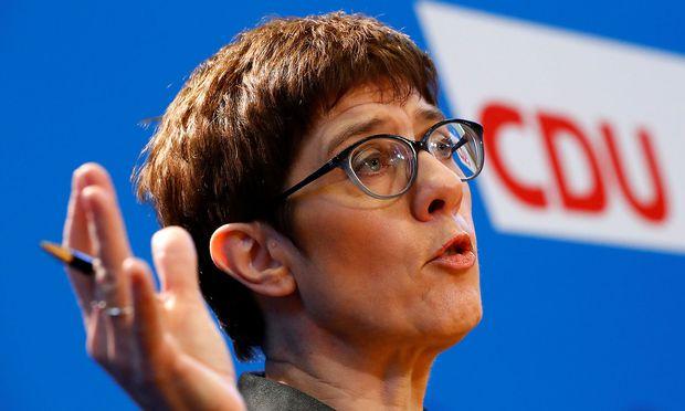 Annegret Kramp-Karrenbauer bewirbt sich um den Vorsitz