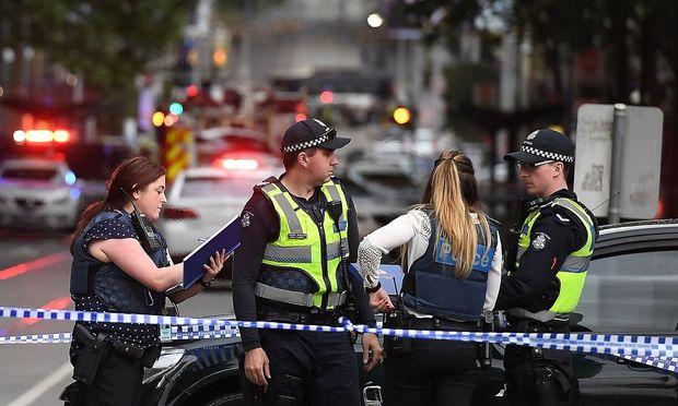Bei einem Messerangriff in Melbourne ist mindestens eine Person getötet worden
