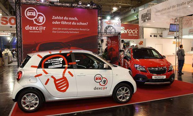 Smart forfour links und Opel Mokka am Stand von dexcar Essen Motor Show 2015 28 11 06 12 2015