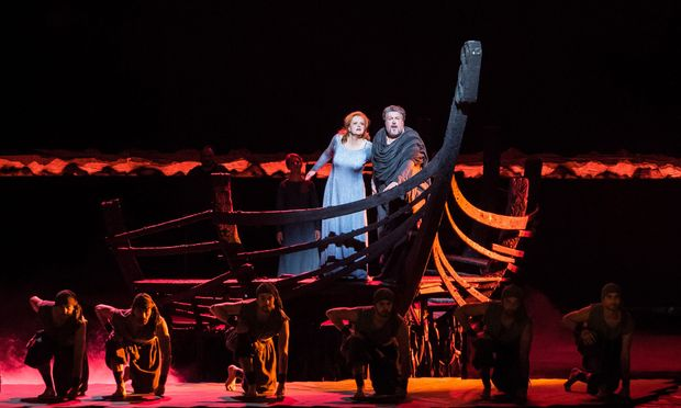 Höchst differenziert: Stephen Gould (Tristan) mit Petra Lang (Isolde).