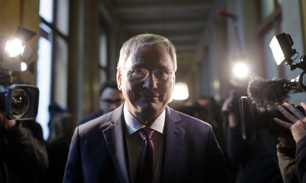 Ein Sieg für Sozialminister Stöger. Die Bank Austria blitzte mit ihrem Einspruch gegen seine Gesetzesnovelle beim VfGH ab.