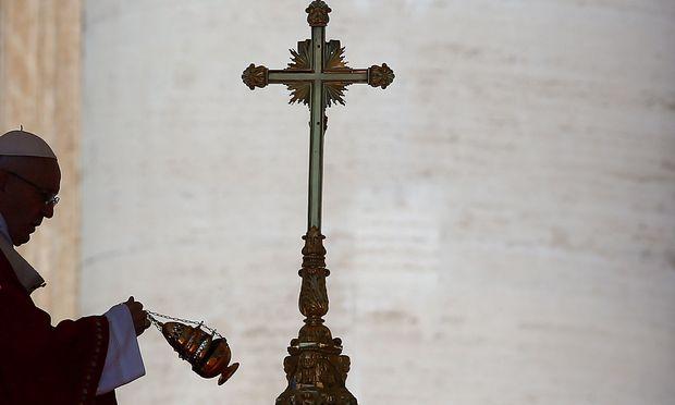 Archivbild von Papst Franziskus während eines Gottesdienstes im Vatikan.