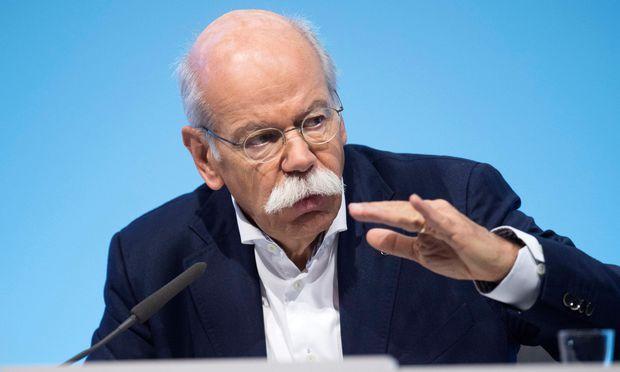Die Vergütung von Daimler-Boss Dieter Zetsche ist um eine Million gestiegen.