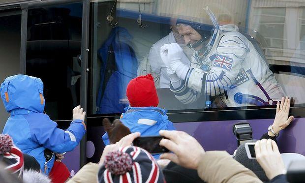 Tim Peake trägt den Union Jack auf seinem rechten Arm. Der Brite flog zur ISS.