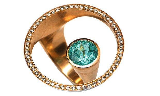 """ausgewählt. Nur bei Skrein gibt es den Ring """"Schatzinsel"""" mit Paraïba-Turmalin."""