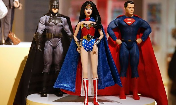 Wonder Woman (als Barbie) mit  Kollegen