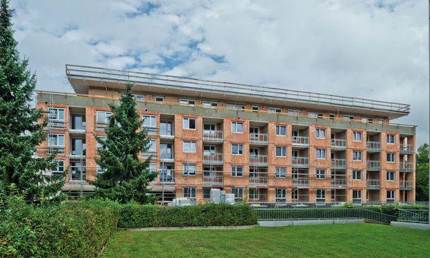 Die Ende 2018 fertiggestellte Wohnanlage in der Enzenbergstraße in Klagenfurt gehört zu den Vorzeigeprojekten im hochgeschoßigen Ziegelbau.