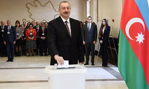 Aserbaidschans Staatschef Alijew geht als klarer Favorit in Präsidentschaftswahl