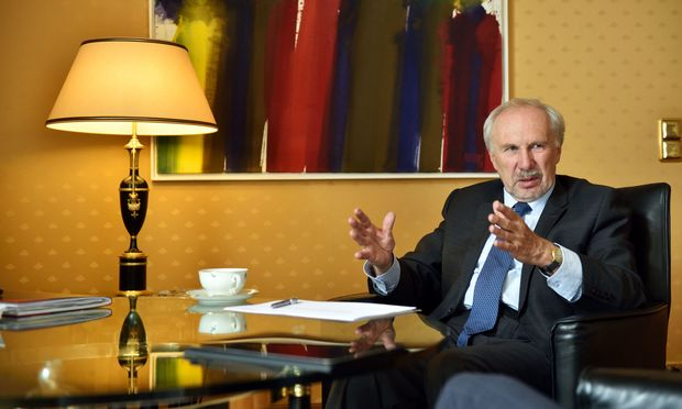 Nach elf Jahren ist Schluss: Gouverneur Ewald Nowotny kehrt an die Wiener WU zurück. Als OeNB-Chef folgt Robert Holzmann.