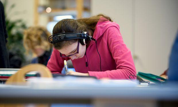 Jährlich hat es bisher nur etwa 2500 Strafverfahren gegen Schulschwänzer gegeben. Und das bei einer Gesamtschülerzahl von mehr als einer Million.