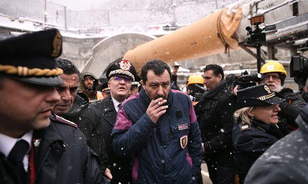 Italiens Innenminister Matteo Salvini provoziert gern. Am Gold wird er sich aber die Zähne ausbeißen. / Bild: APA/AFP/MARCO BERTORELLO