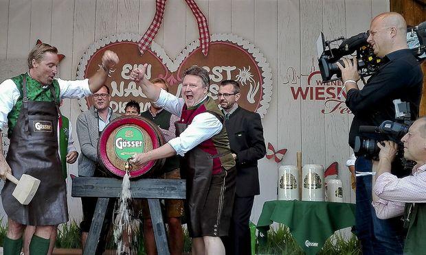 Archivbild: Dier Eröffnung im Vorjahr mit Stadtrat Michael Ludwig (Mitte) und Ex-Skistar Hans Knauß (links) / Bild: APA/KYRA HERTEL