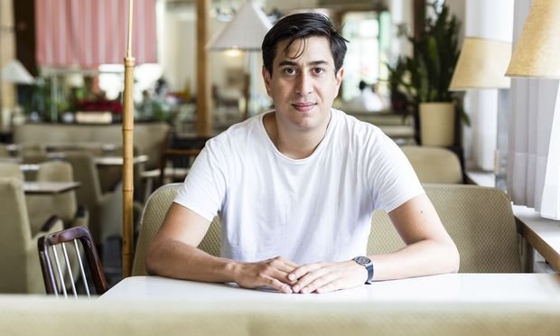 Tonio Schachinger hat den Roman in einem Seminar mit Anna Kim an der Angewandten geschrieben.