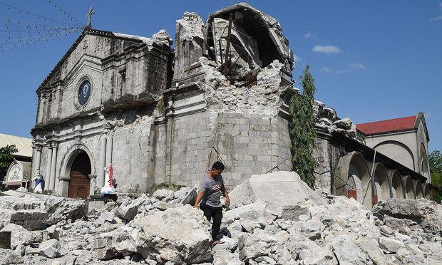 Der Glockenturm der Kathedrale St. Catherine von Alexandria in der Stadt Porac hielt dem Beben nicht Stand.