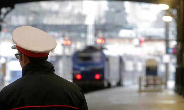 Macron will Privilegien bei der Staatsbahn kippen