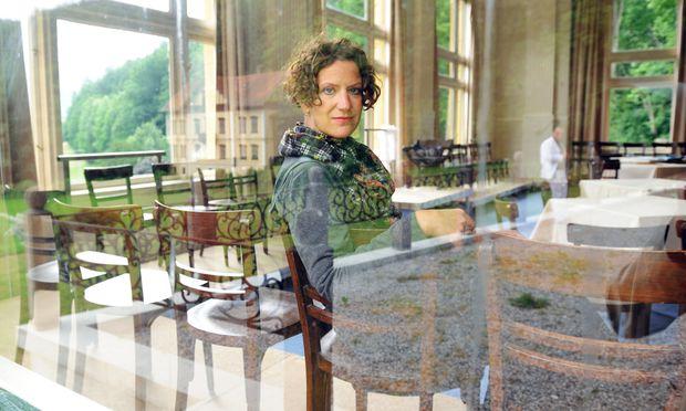 Anna Maria Krassnigg setzt lieber auf Zeitgenössisches als auf Lodenmantel-Nostalgie und eröffnet am Freitag ihre erste Thalhof-Saison.