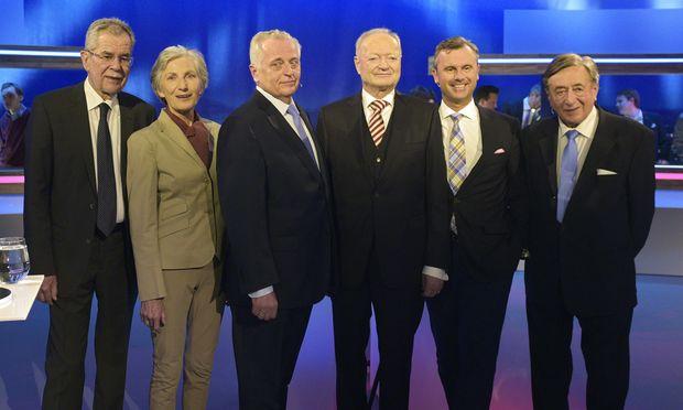Die Präsidentschaftskandidaten Alexander Van der Bellen, Irmgard Griss, Rudolf Hundstorfer, Andreas Khol, Norbert Hofer und Richard Lugner (v. l.) duellierten sich am Sonntag auf Puls4.