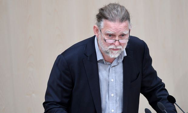 Alfred Noll von der Liste Pilz im Parlament.