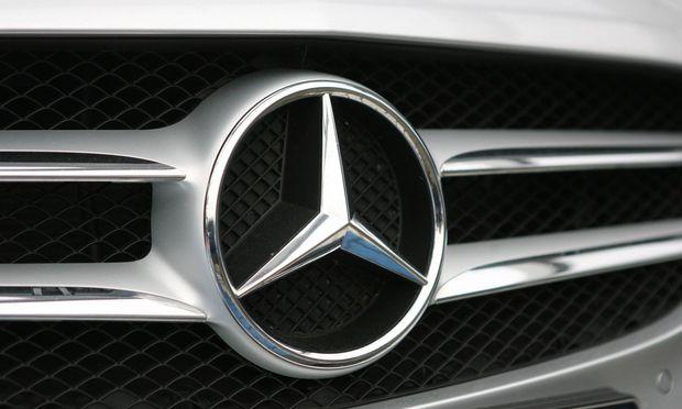 Der Automobilhersteller Daimler droht mit Klagen.